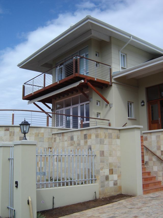 House Lake balcony 20060900